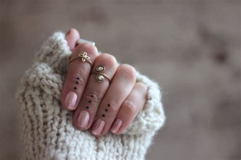 knuckle rings and dot tattoos stylin pinterest i