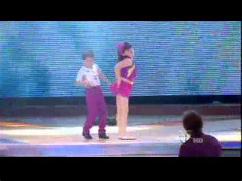 imagenes de karla y jesus de pequeños gigantes jesus y karla bailando exito de ricky martin quot she bangs