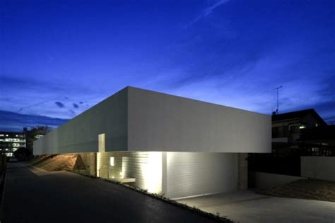 concrete building   flat roof   minimalist