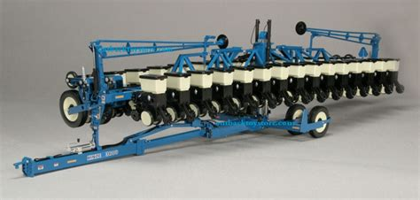 Kinze Planter Toys by 1 16th Kinze 3600 Pivoting Die Cast 16 Row Planter