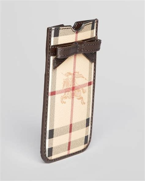 burberry phone burberry iphone 5 roo in beige chocolate lyst