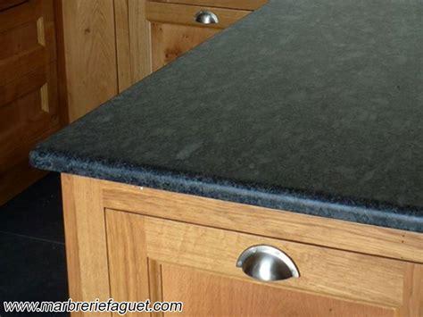 Plan De Travail Inox 31 by Plan De Travail En Granit Noir Cr 233 Dences Et Evier Massif