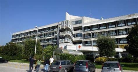 mal di testa di notte pozzuoli tac fuori uso in ospedale morto 41enne