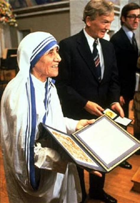 mother teresa nobel peace prize biography in hindi mother teresa awarded nobel peace prize truth bomb trails