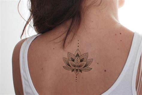 tatuaggi fiori di loto uomo 1001 idee per tatuaggi mandala immagini a cui ispirarsi