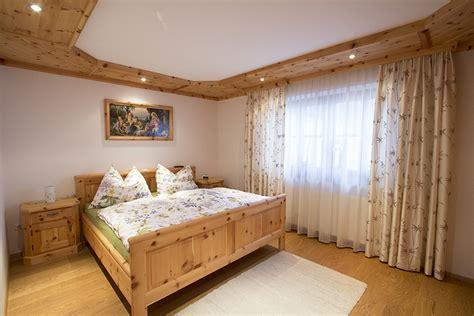zirbenholz schlafzimmer schlafzimmer zirbenholz speyeder net verschiedene