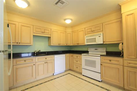 what goes where in kitchen cabinets what goes where in kitchen cabinets home design cabinets