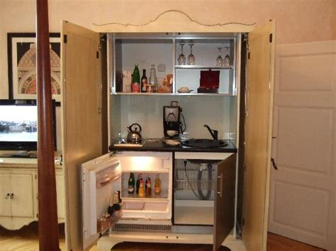 cer sinks and stoves minibar small stove coffee maker and picture of