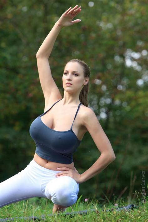 imagenes de hot yoga jordan carver doing yoga