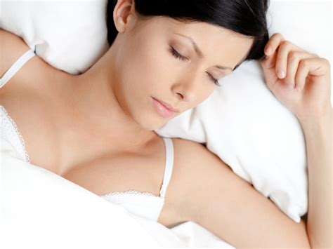 should i wear a bra to bed 6 important reasons why you shouldn t wear a bra while