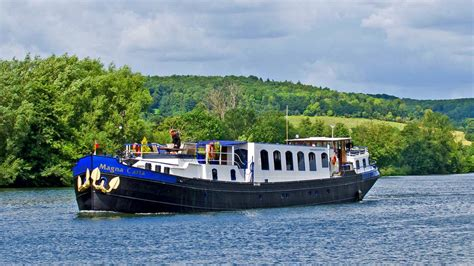 thames river cruise magna carta cruise the picturesque river thames aboard the 8 passenger
