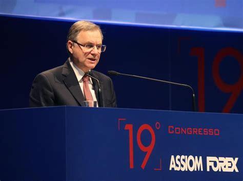 governatore italia bankitalia visco indagato per la vicenda della popolare
