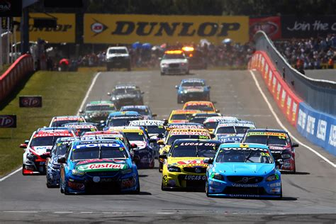 Race lead and crashes for Volvo Polestar Racing at Bathurst