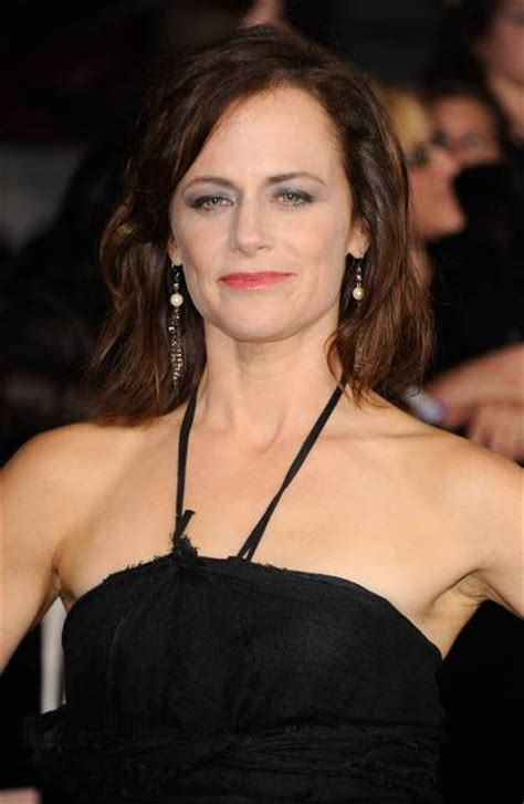 sarah clarke bra size age weight height measurements