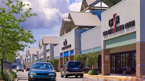 Simply Fab Nyc Shopping Tour by Best Outlet Malls Near New York City 171 Cbs New York