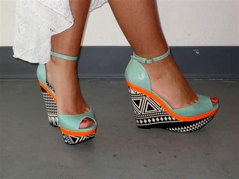 Orange Wedges By C Boutique les 25 meilleures id 233 es de la cat 233 gorie chaussures de