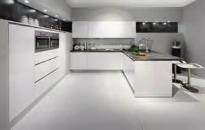 Bien Cuisine Blanche Sol Gris #6: cuisine-de-luxe-laquée-blanche-meubles-de-cuisine-laqués-sol-en-carrelage-blanc.jpg