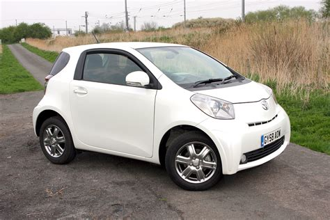 cheap toyota toyota iq hatchback review 2009 2014 parkers