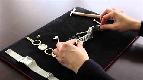 Mise à taille de bracelet sur montre métal   YouTube