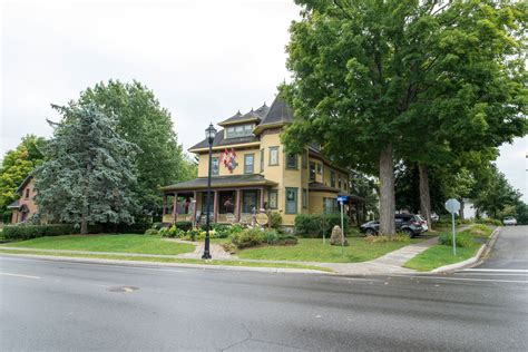 sleepy hollow bed and breakfast bed breakfast stay in gananoque stone south