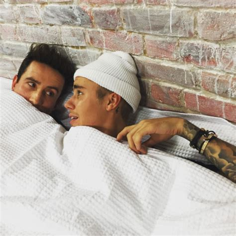 justin bieber in bed justin bieber and nick grimshaw share selfie in bed
