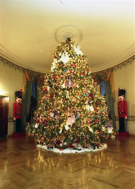1996 blue room christmas tree file 1990 blue room tree jpg wikimedia commons