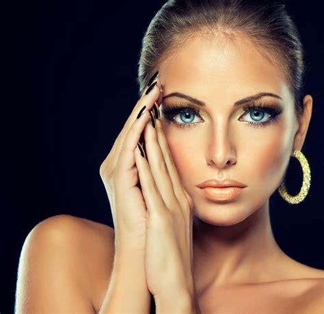 beautiful fashion model in jewelery and lila manicure fashion models beautiful jewelry black eyelashes golden