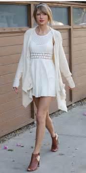 comment bien porter la robe blanche bien habill 233 e