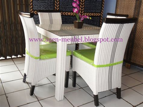 Meja Tv Rotan meja makan audy rotan sintetis 4kursi furniture collections