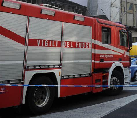 atac mobile roma trova linea in fiamme a roma indagine atac cronaca ansa