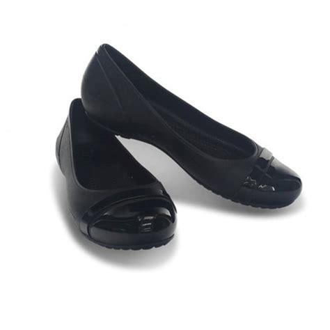 black flat shoes for crocs crocs cap toe black black u1 12300 060