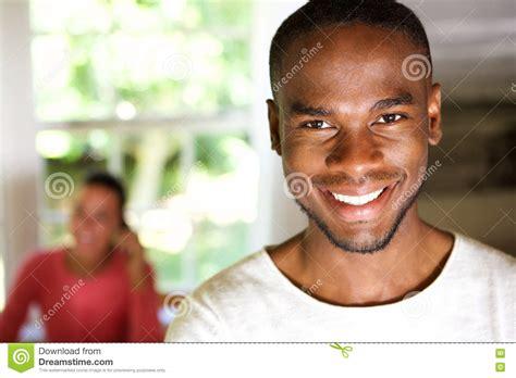 9 X 11 Rug Knappe Afrikaanse Man Die Met Een Vrouw Op Achtergrond