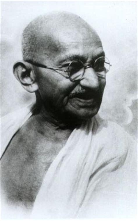 short biography of gandhiji mahatma gandhi the symbol of non violence