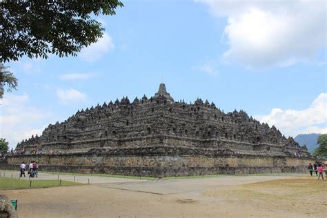yogyakarta day borobudur prambanan temples tour