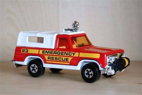 rescue plymouth transport models matchbox 1 36 plymouth trailduster rescue