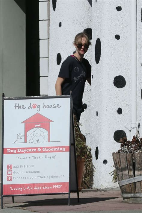 spandex house amanda seyfried in spandex at the dog house for daycare 02 gotceleb