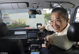 singapore taxi driver singapore taxi driver returns 163 500 000 left in his cab