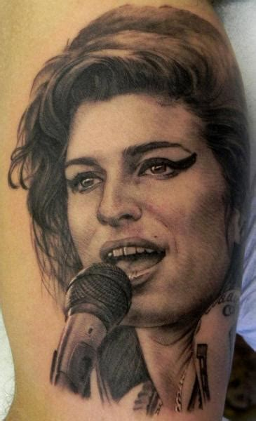 tatuaje realista amy winehouse por xavi tattoo