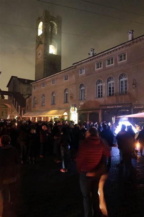 serata a lume di candela citt 224 alta a lume di candela una serata ecologica e
