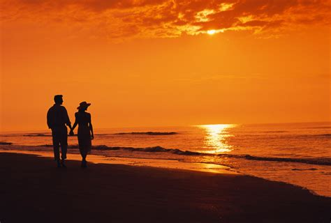 wallpaper sunset couple two night sea beach silhouettes sunset couple walking