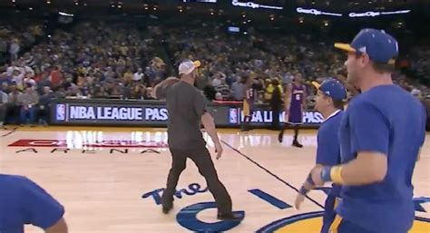 lakers bench warriors fan wins on court contest gives lakers bench the throat slash video
