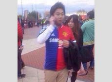 Why? Guy wears Half-and-Half Chelsea/Manchester United ... Tottenham Shirts
