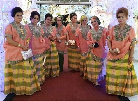 Baju Bodo Muslim 17 best images about baju bodo on traditional instagram and indonesia