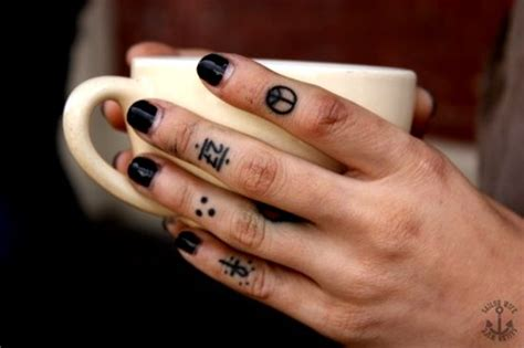 tattoo on your finger hurt 50 awesome finger tattoos that are insanely popular