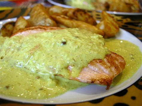 cuisiner des pav駸 de saumon recette de pav 233 de saumon au curry la recette facile