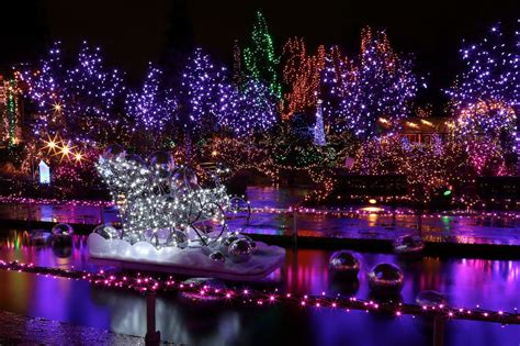 25 photos of stunning christmas light displays in metro
