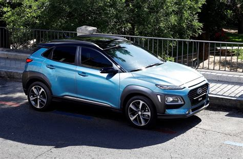 hyundai crossover black 2018 hyundai kona is ready to battle the toyota c hr the