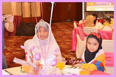 Patung Babi Hiasan Meja princess charm school
