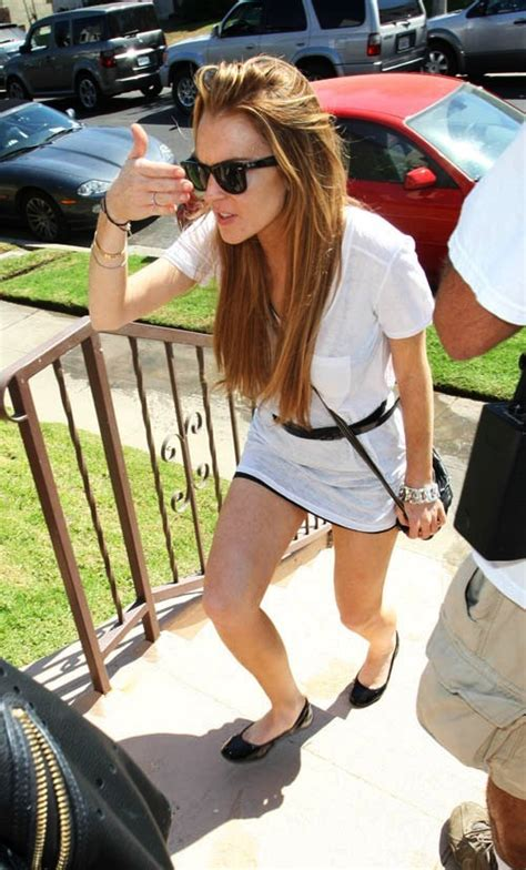 Is Lindsay Lohan Friends With Another Socialite In Rehab by Lindsay Lohan Visits Friend S Home Entertainment News