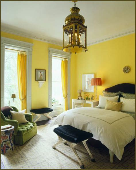 yellow walls bedroom 25 best ideas about yellow walls on pinterest yellow